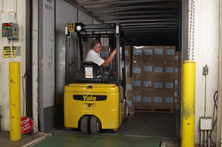 Energy efficient 3 Wheel Electric Forklift | Yale ERP030-040VT